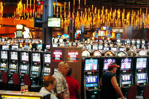 Choose your slot among a huge quantity of slot machines